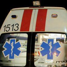 Avaringas vakaras: prie Akademijos susidūrė keturi automobiliai, vienas apvirto, sužaloti du žmonės