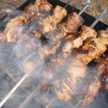 Joninių savaitgalį lietuviai iškepė šimtus tonų mėsos