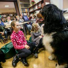 Skaitymai su šunimi įkvepia meilę knygai