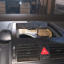 Baltarusis ir vilnietis automobilių slėptuvėse gabeno kontrabandines cigaretes