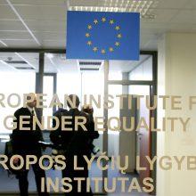 Teismas: Lyčių lygybės instituto laikiniems darbuotojams mažiau mokėta nepagrįstai