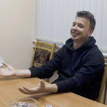 """Baltarusijoje sulaikytas R. Pratasevičius pasirodė vaizdo įraše: sako, kad jam pakenkė """"savi"""""""
