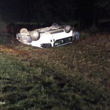 Telšių rajone apvirtus automobiliui sužaloti trys keleiviai