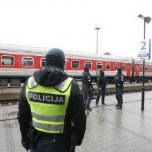 Šventiniu laikotarpiu – griežtesnė keliaujančių tolimais traukinių ir autobusų maršrutais kontrolė