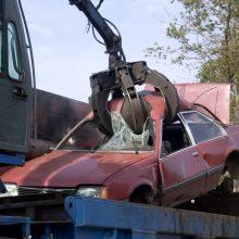 Lietuva griežtins nebevažiuojančių automobilių importą