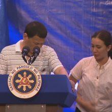 Filipinų prezidento kalbą sutrikdė ant peties užropojęs tarakonas