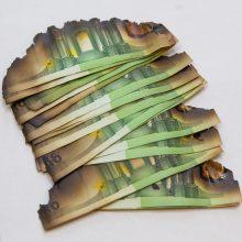 Į apyvartą išleidžiami nauji 100 ir 200 eurų banknotai