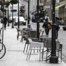 Kavinės ruošiasi atnaujinti veiklą lauke, miestai suteikia lengvatų