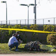 Floridoje į automobilį įsirėžus nedideliam lėktuvui žuvo trys žmonės