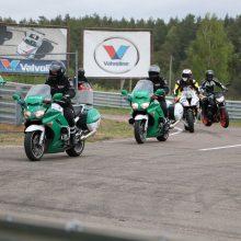 Motociklų aistruoliai kartu su pareigūnais lavino vairavimo įgūdžius