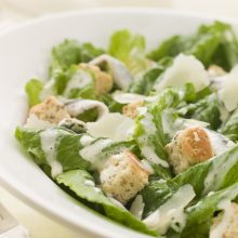 Vienas iš vasariškiausių patiekalų – salotos <span style=color:red;>(receptai)</span>