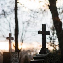 Vilniuje jaunuoliai įtariami iš Bernardinų kapinių pavogę kryžius