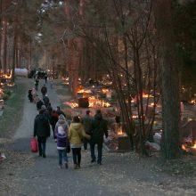 Vilnius kviečia Vėlinių dienomis kapines lankyti saugiai