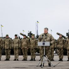 P. Porošenka paskelbė karinės padėties pabaigą 10 Ukrainos regionų