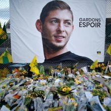 Policija: lėktuvo nuolaužose rastas futbolininko E. Salos kūnas