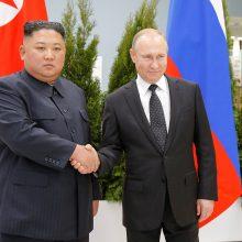 Kim Jong Unas ir V. Putinas per pirmą susitikimą žadėjo siekti glaudesnių ryšių