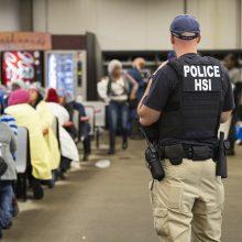 Misisipėje per imigracijos pareigūnų reidus sulaikyti 680 žmonių
