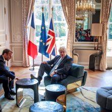 Britai ir prancūzai ginčijasi dėl B. Johnsono pokšto Eliziejaus rūmuose