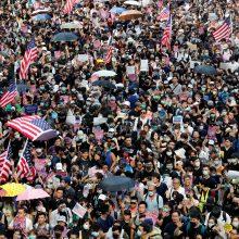 Honkongo aktyvistai žygiavo link JAV konsulato