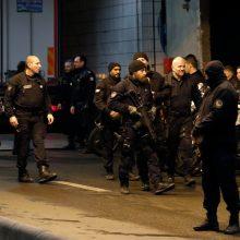 Paryžiuje nušautas vyras, grasinęs policininkams peiliu