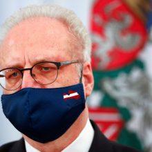 Latvijos prezidentas ir premjeras paskiepyti pirmąja vakcinos nuo COVID-19 doze
