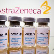 """""""AstraZeneca"""" planuoja atlikti papildomų tyrimų dėl vakcinos nuo COVID-19"""