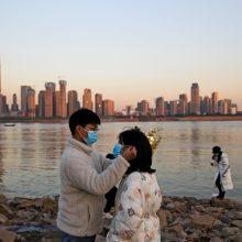 """Kinijoje užregistruotas pirmas užsikrėtimo """"britiškos"""" atmainos virusu atvejis"""