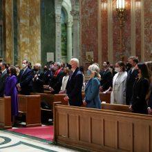J. Bidenas prieš inauguraciją dalyvauja pamaldose