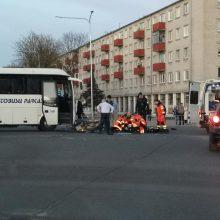 Tragiškas Didysis penktadienis: susidūręs su autobusu žuvo motociklininkas