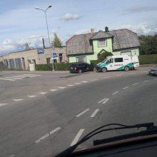 """Kretingoje girtas """"Audi"""" vairuotojas atakavo namą"""