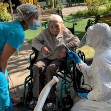 111-os metų Čilės gyventoja įveikė koronavirusą