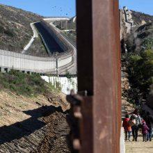 Įtampa tarp JAV ir Meksikos: D. Trumpas galvoja apie plieninę sieną