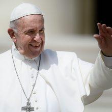 Popiežius paskelbė įsaką dėl informavimo apie lytinės prievartos atvejus