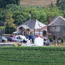 Prancūzijoje traukiniui įsirėžus į automobilį žuvo keturi žmonės