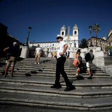 Turistams Romoje draudžiama prisėsti ant garsiųjų Ispaniškųjų laiptų