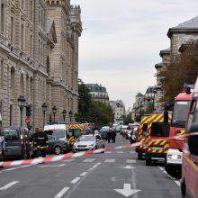 Paryžiuje per išpuolį policijos nuovadoje žuvo penki žmonės, tarp jų ir užpuolikas