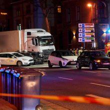 Vokietijoje sunkvežimis rėžėsi į aštuonis automobilius, sužeista 16 žmonių