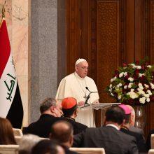Pranciškus per istorinį vizitą Irake paragino nutraukti smurtą