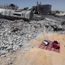 Ukraina ir Rusija evakavo dešimtis savo piliečių iš konflikto nuniokoto Gazos Ruožo