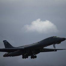 Virš Lietuvos praskirs JAV bombonešis, lydimas NATO oro policijos naikintuvų