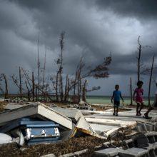 Prie uragano nusiaubtų Bahamų salų artėja atogrąžų audra