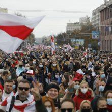 Minskas siūlo atimti pilietybę iš baltarusių, išvykusių į užsienį
