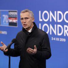 NATO vadovas nepaisydamas vidaus nesutarimų atmeta kritiką