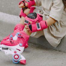 Rokiškyje sužalota riedučiais važiavusi mergaitė