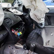 Iš seno automobilio susidaro trečdalis beverčių atliekų