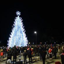Panevėžyje įžiebta elegantiška Kalėdų eglė