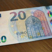 Pasiskiepiję nuo COVID-19 senjorai Latvijoje kas mėnesį iki kovo pabaigos gaus 20 eurų išmokas