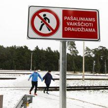 Klaipėdiečius trikdo įspėjimas prie bėgių: kas čia pašaliniai?
