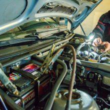 Neužsiveda automobilis: gaiviname akumuliatorių ir variklį