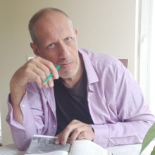 Nobelio premijos laureatės romane – pasaulis, numetęs žiedlapius
